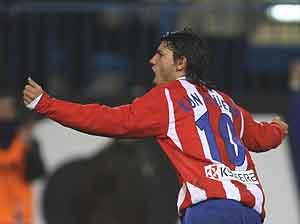 Agüero celebra su tanto ante el Athletic. (Foto: AFP)