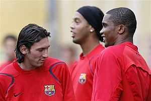Messi, Ronaldinho y Eto'o, en un entrenamiento. (Foto: EFE)