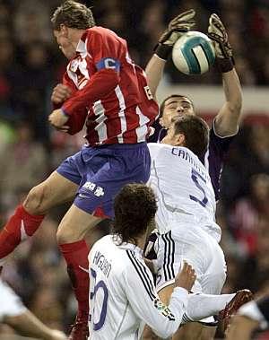 Casillas salvó al Madrid de la derrota con varias intervenciones milagrosas. (AP)