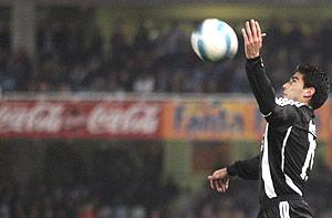 Reyes controla un balón durante un partido de Liga. (Foto: REUTERS)