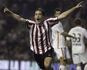 Gabilondo celebra su gol de tacón. (Foto: REUTERS)