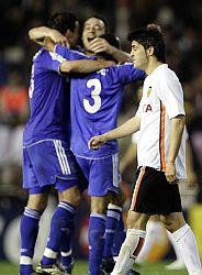 Villa se retira, los 'Blues' celebran su pase. (EFE)