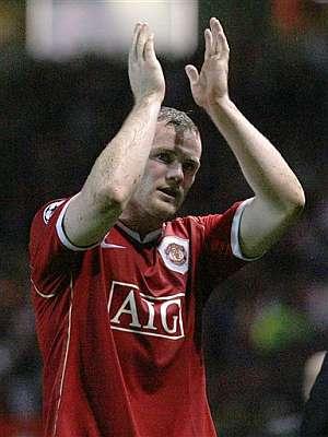 Wayne Rooney celebra uno de sus goles ante el Milan. (Foto: AP)