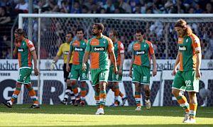 Los jugadores del Werder se lamentan después de encajar un gol en el encuentro frente al Arminia. (Foto: DDP)