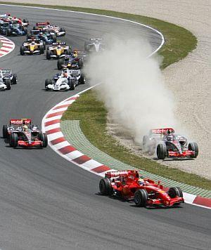 Alonso, en su excursión por la tierra. (Foto: EFE)