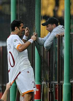 Perrotta celebra el único gol romano en el partido de vuelta. (Foto: AFP)