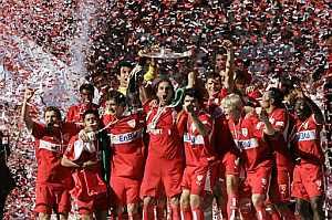 Los jugadores del Stuttgart celebran su triunfo. (Foto: AFP)