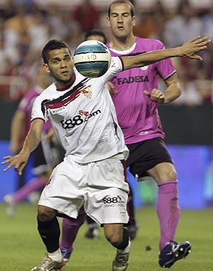 Dani Alves, en un partido de la temporada. (Foto: REUTERS)