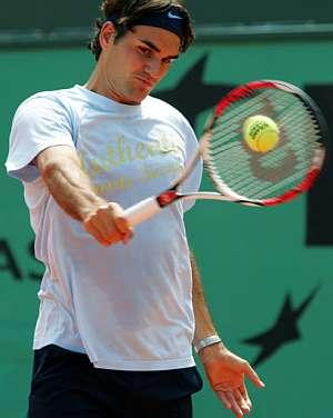 Federer se entrena el pasado miércoles en París. (Foto: AFP)