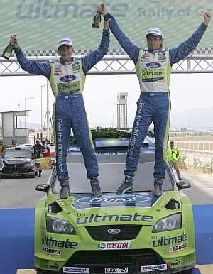 Gronholm celebra en el podio su triunfo. (Foto: EFE)