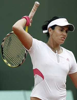 Anabel Medina se lamenta tras perder el partido. (Foto: EFE)