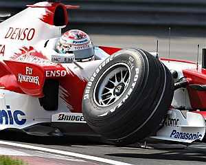 Trulli rompió la suspensión delantera de su coche. (Foto: AP)