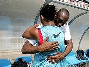 Los dos cracks se abrazan. (Foto: www.barcelona.com)