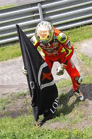 Lorenzo clavó su bandera, 'Lorenzo's Land', tras sumar el sexto territorio conquistado este año a su 'imperio'. (Foto: motorsport48)