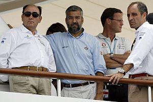 Francisco Camps, Ignacio Sánchez Galán y Manuel Chirivella, en el yate de Bertarelli. (Foto: EFE)