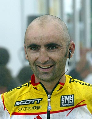 Piepoli sonríe tras ganar una etapa de la Vuelta en 2004. (Foto: REUTERS)