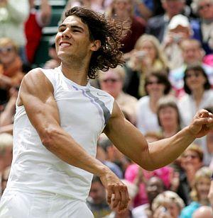 Nadal celebra con el público su pase a semifinales. (Foto: EFE)