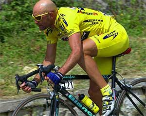 A Pantani le suspendieron en 2001 durante seis meses por una jeringa de insulina. Después de aquello el ciclista falleció en 2004.
