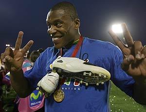 Julio Baptista celebra el triunfo en la Copa América. (Foto: EFE)