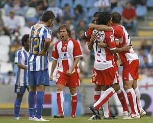 Los jugadores del Almería celebran el tercer gol. (Foto: EFE)