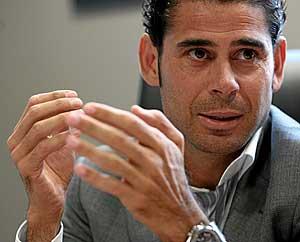 Fernando Hierro, durante la conversación. (Foto: J. AYMÁ)