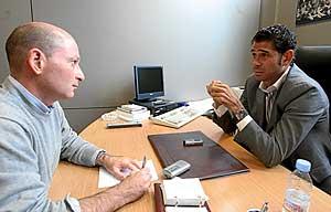 Orfeo Suárez y Fernando Hierro, durante la conversación. (Foto: J. AYMÁ)