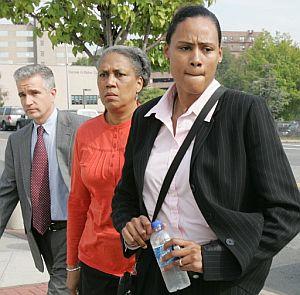 Marion Jones llega al tribunal de Nueva York para declararse culpable de falsedad y dopaje. (Foto: AFP)