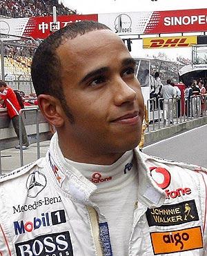 Lewis Hamilton, instantes antes de disputar el Gran Premio de China. (Foto:EFE)