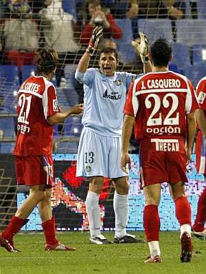 Abbondanzieri abronca a sus defensas. (Foto: EFE)