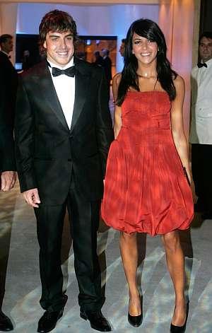 Alonso estuvo acompañado por su mujer Raquel del Rosario en la Gala de Mónaco. (Foto: AP)