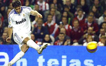 Van Nistelrooy dio el triunfo al Madrid en Bilbao. (FOTOS)