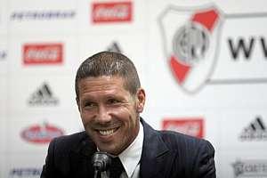 Simeone, en la presentación como nuevo entrenador de River. (Foto: EFE)