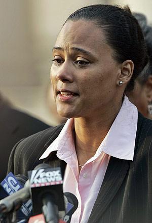 Marion Jones, durante su confesión pública el pasado octubre. (Foto: AP)