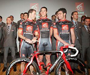 Valverde, Portal y Pereiro, al frente de sus compañeros. (Foto: AFP)