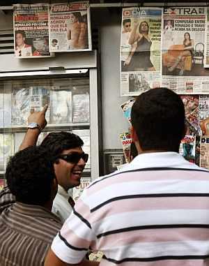Las portadas de los diarios brasileños recogen el escándalo sexual. (Foto: AP)l