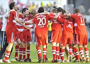 Los jugadores del Bayern festejan el título liguero. (Foto: AFP)