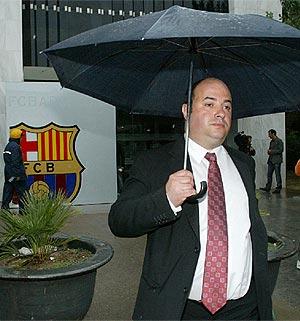 Oriol Giralt, tras presentarla documentación para la moción de censura. (Foto: A. Moreno)
