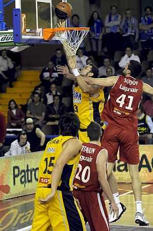 Torres anota ante Sundov. (Foto: EFE)