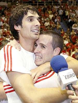 Lescano y González, exultantes. (Foto: EFE)