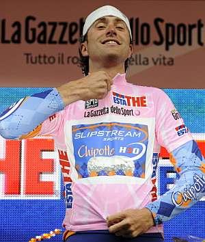 Christian Vandevelde, con la maglia rosa. (Foto: AFP)