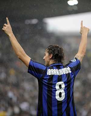 Ibrahimovic celebra uno de sus goles. (Foto: AP)
