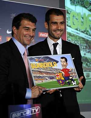 Guardiola y Laporta, en la presentación. (Foto: EFE)