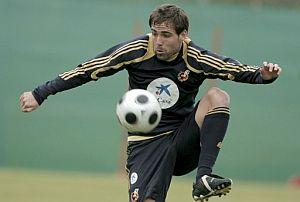 Fernando Navarro, durante un entrenamiento con la selección. (Foto: EFE)