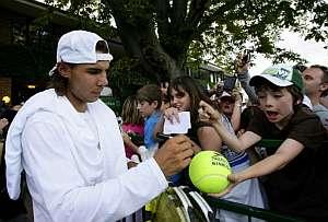 Rafa Nadal, tras un entrenamiento para cuartos de final. (Foto: EFE)
