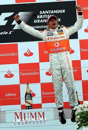 Lewis Hamilton celebra la victoria en Silverstone. (Foto: AFP)
