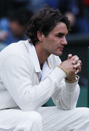 Federer medita tras caer de nuevo ante Nadal. (Foto: AFP)