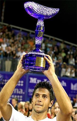 Verdasco, con el trofeo de Umag. (Foto: EFE)
