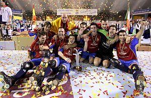Los españoles celebran la victoria. (Foto: EFE)