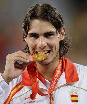 Nadal muerde la medalla de oro (Foto: REUTERS)