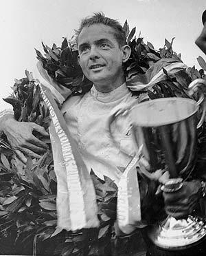 Phill Hill, tras ganar en Monza en 1960 (Foto: AP)